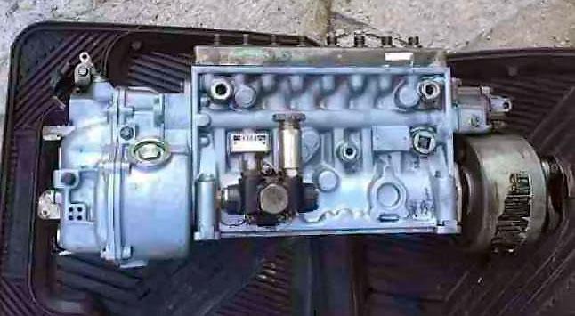 на простой в эксплуатации и дешевый в обслуживании рядный механический ТНВД (предыдущих моделей Isuzu)